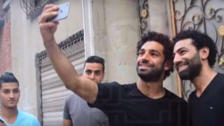 Ο Σαλάχ κι ο «κλώνος» του: Η εξωφρενική ομοιότητα ενός Αιγυπτίου με τον σταρ της Λίβερπουλ