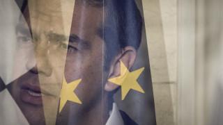 «Η Ελλάδα δραπετεύει από μία οικονομική τραγωδία» γράφει η Telegraph