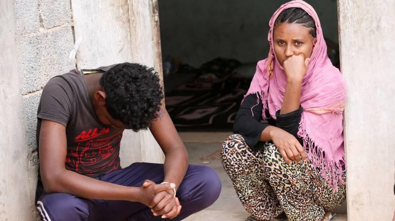 Λιβύη: Εκατοντάδες μετανάστες παγιδευμένοι υπό άσχημες συνθήκες σε κέντρο κράτησης