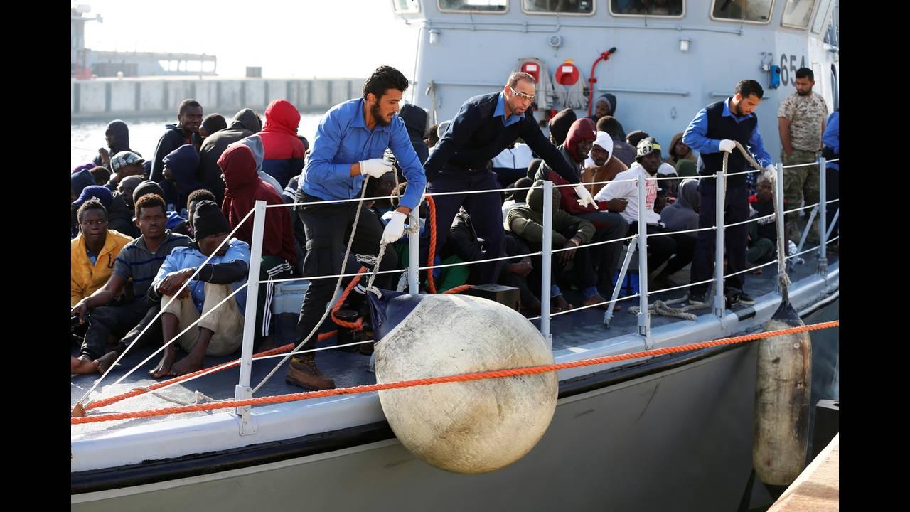https://cdn.cnngreece.gr/media/news/2018/05/06/128829/photos/snapshot/2018-04-23T192042Z_1091096449_RC1F16E4E970_RTRMADP_3_EUROPE-MIGRANTS-LIBYA.jpg