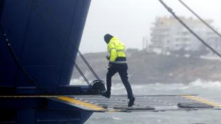 Βίντεο: Το πλοίο για τη Γαύδο παλεύει με τα κύματα