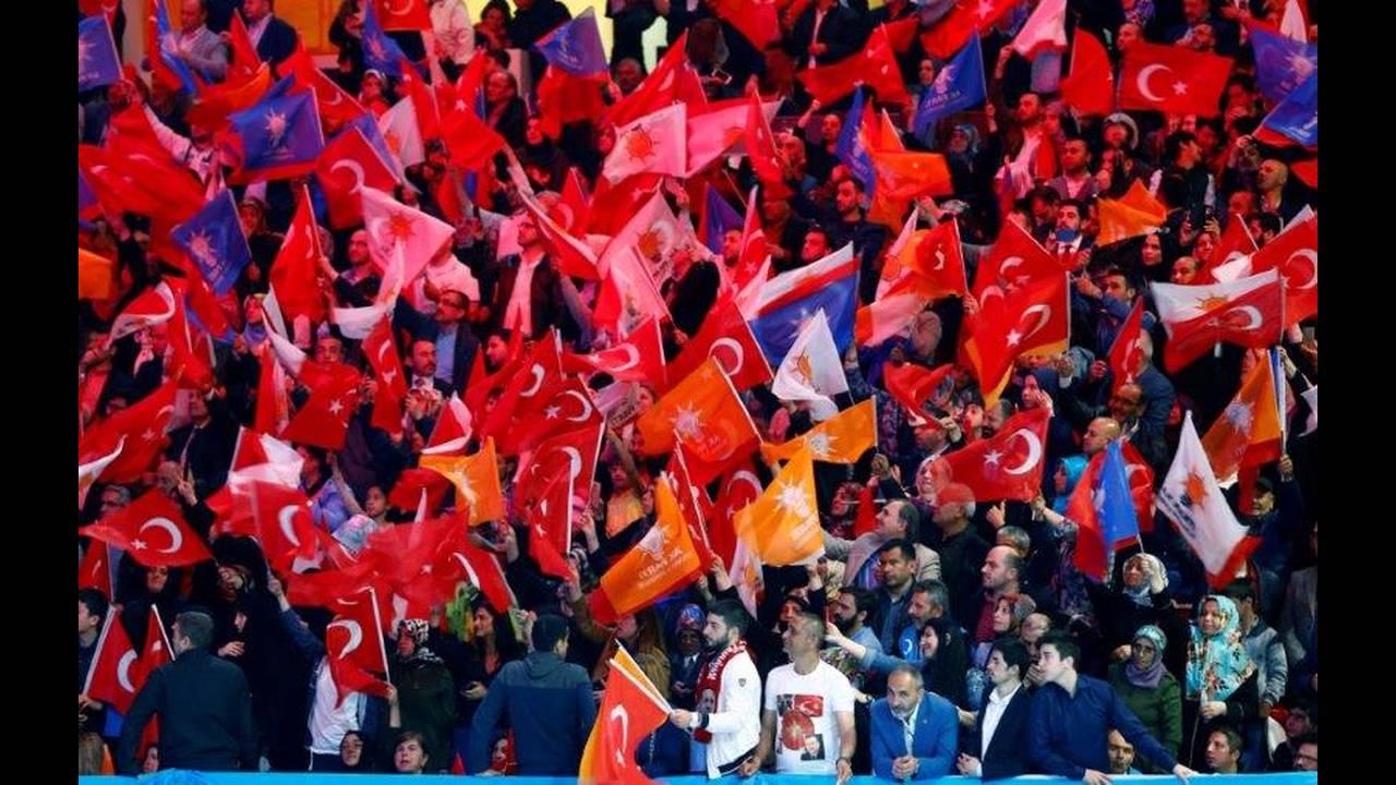 https://cdn.cnngreece.gr/media/news/2018/05/06/128841/photos/snapshot/2018-05-06T104741Z_1986676292_RC1927A6E880_RTRMADP_3_TURKEY-ELECTION.jpg