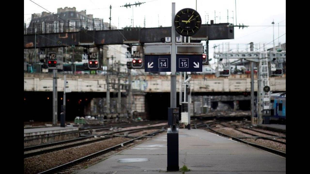 https://cdn.cnngreece.gr/media/news/2018/05/06/128870/photos/snapshot/2018-04-03T000000Z_1620199398_RC142AB87690_RTRMADP_3_FRANCE-REFORM-SNCF.jpg
