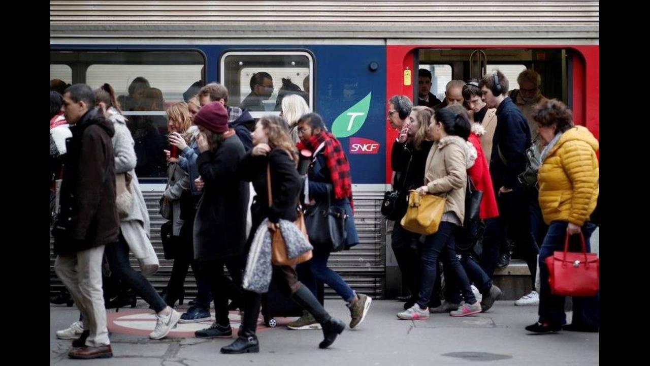 https://cdn.cnngreece.gr/media/news/2018/05/06/128870/photos/snapshot/2018-04-03T000000Z_371437126_RC1C031FC340_RTRMADP_3_FRANCE-REFORM-SNCF.jpg