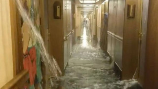 Βίντεο: Κρουαζιερόπλοιο... «Τιτανικός» γεμίζει νερά εν πλω