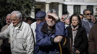 Συντάξεις: Περικοπές έως και 350 ευρώ το μήνα για τους συνταξιούχους