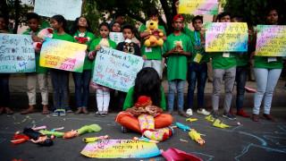 Ινδία: Έφηβη δίνει μάχη για τη ζωή-Τη βίασαν κι επιχείρησαν να την κάψουν