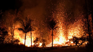 Χαβάη: Λάβα και τοξικά αέρια απειλούν τους κατοίκους – Δεκάδες σπίτια έγιναν στάχτη