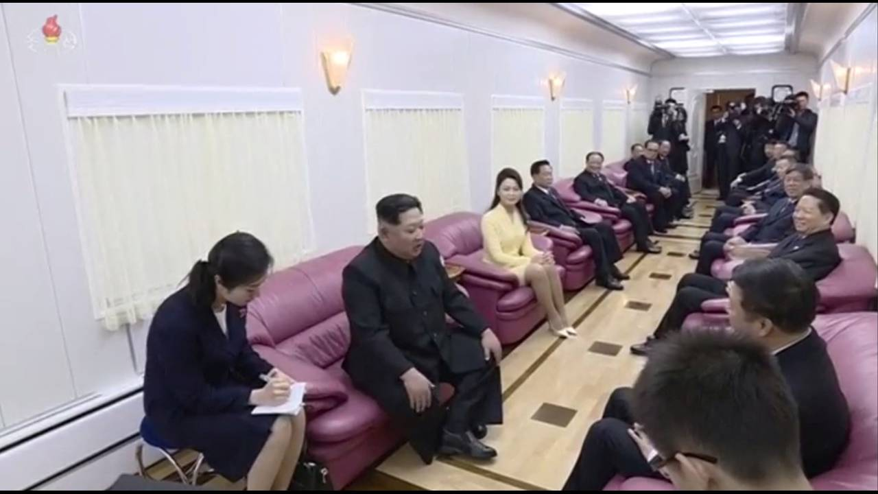 https://cdn.cnngreece.gr/media/news/2018/05/08/129083/photos/snapshot/2018-03-29T084530Z_1011028615_RC1651733D00_RTRMADP_3_NORTHKOREA-MISSILES-CHINA.JPG