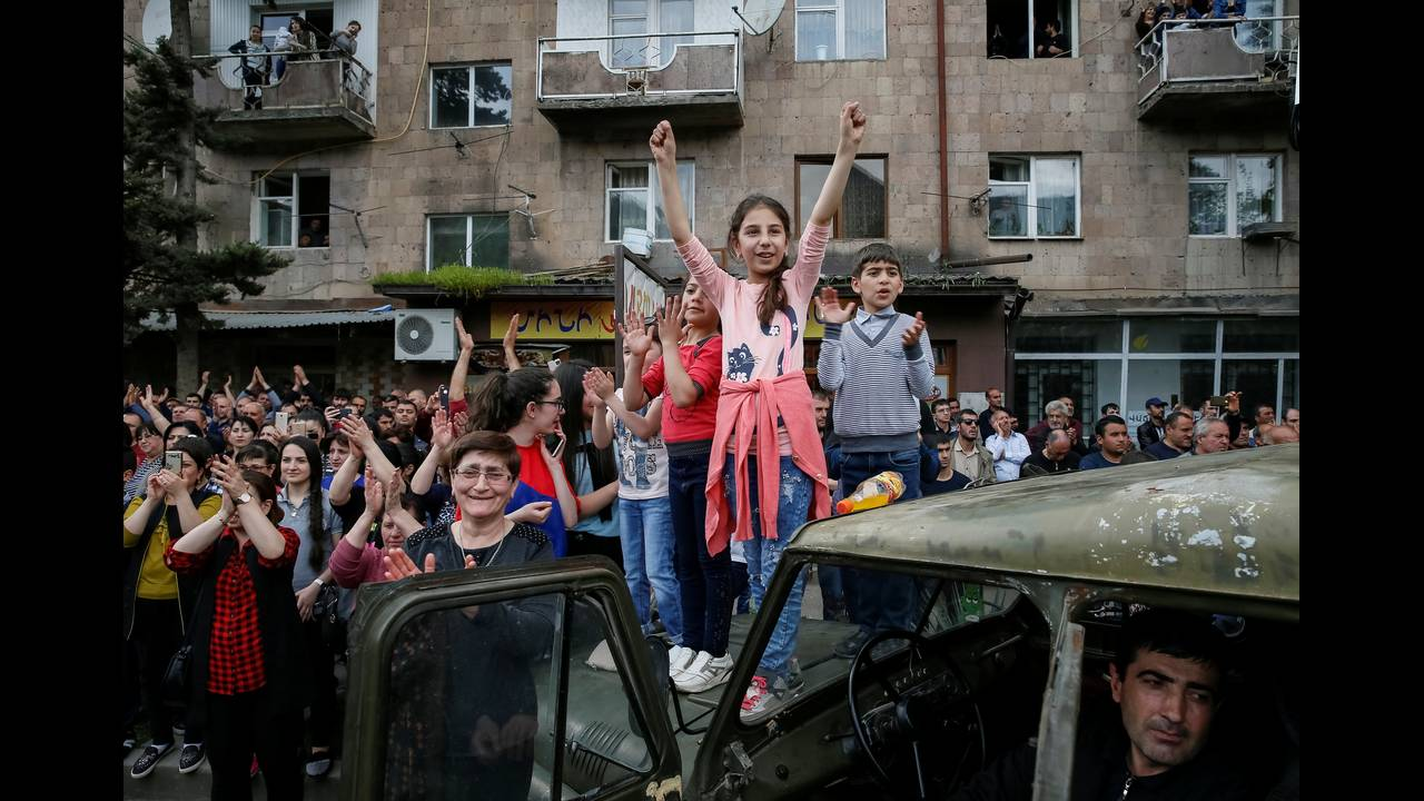https://cdn.cnngreece.gr/media/news/2018/05/08/129086/photos/snapshot/2018-04-28T142717Z_1295240441_RC1393EA1C00_RTRMADP_3_ARMENIA-POLITICS.JPG