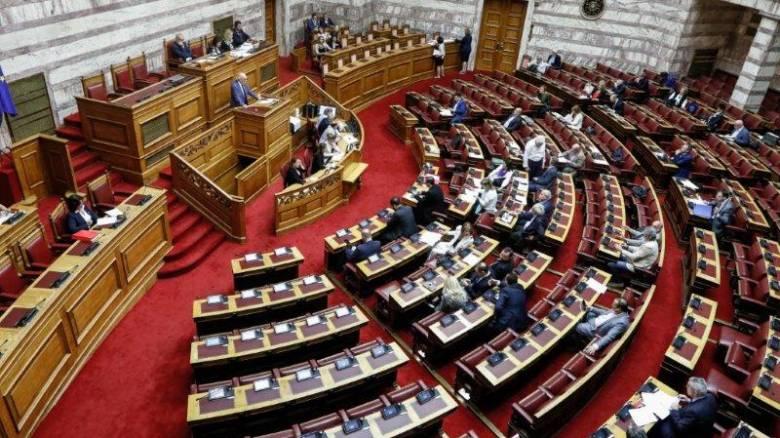 Συνεχίζονται οι αντιδράδεις εντός ΣΥΡΙΖΑ για την αναδοχή από ομόφυλα ζευγάρια