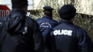 Τρίκαλα: Νεαρός μετανάστης απειλεί να αυτοκτονήσει