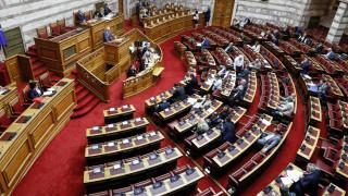 Το νομοσχέδιο για την αναδοχή «δοκιμάζει» τη συνοχή των κομμάτων
