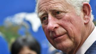 Guardian: Η επίσκεψη του Καρόλου κλείνει μια παρένθεση 45 χρόνων