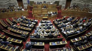 Απώλειες και εκπλήξεις στην ψηφοφορία για την αναδοχή από ομόφυλα ζευγάρια
