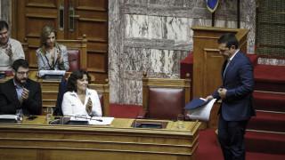 Επιθετικό «παιχνίδι» και όχι «κατενάτσιο» επιλέγει η κυβέρνηση