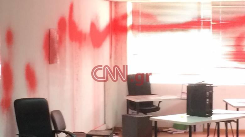 Παρέμβαση Ρουβίκωνα στα γραφεία ΜΚΟ στο κέντρο της Αθήνας