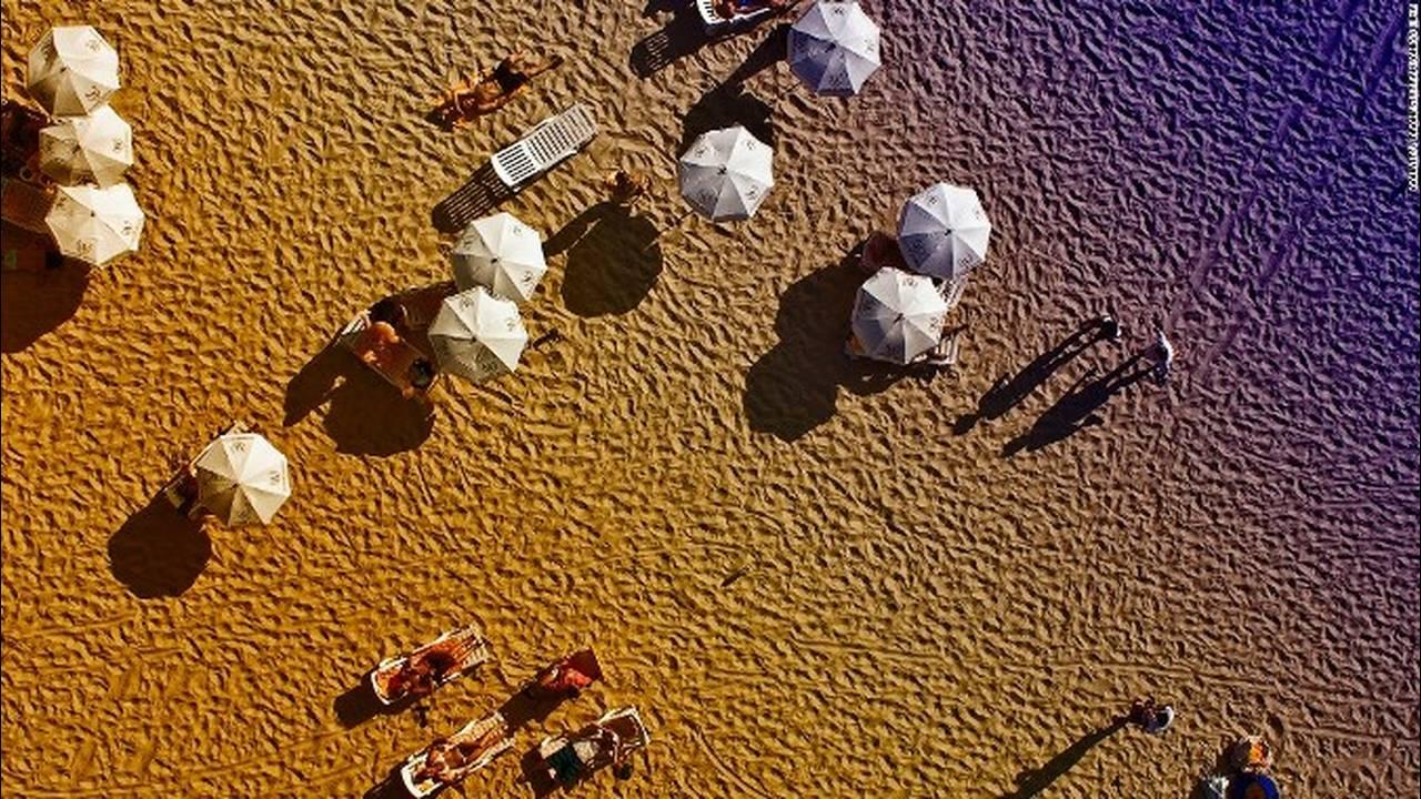 https://cdn.cnngreece.gr/media/news/2018/05/10/129440/photos/snapshot/151013141402-dronestagram-copacabana-beach-super-169.jpg