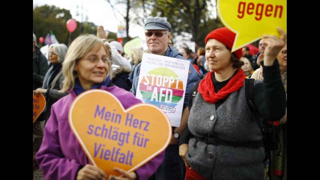 https://cdn.cnngreece.gr/media/news/2018/05/10/129446/photos/snapshot/berlin-6.jpg