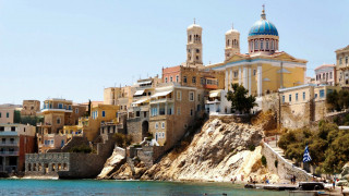 Σύρος: Οι οικισμοί που πρέπει να δείτε στο πιο αρχοντικό νησί των Κυκλάδων