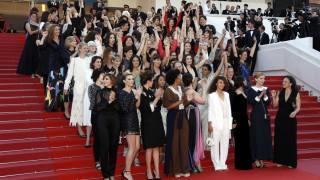 Φεστιβάλ Καννών: 82 σταρ «κατέλαβαν» συμβολικά το κόκκινο χαλί