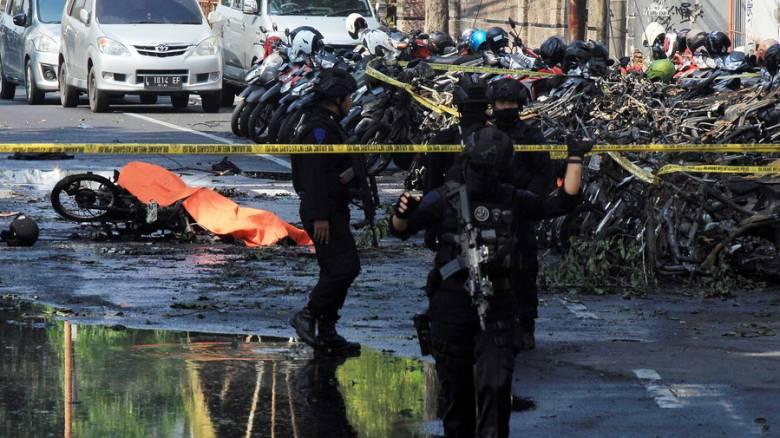 Βομβιστικές επιθέσεις σε εκκλησίες στην Ινδονησία