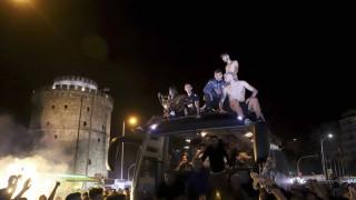 ΠΑΟΚ: Ξέφρενοι πανηγυρισμοί στον Λευκό Πύργο για τους Κυπελλούχους