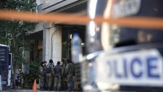 Διπλή επίθεση με μολότοφ στα Εξάρχεια: Έξω από τα γραφεία του ΠΑΣΟΚ και το σπίτι του Φλαμπουράρη