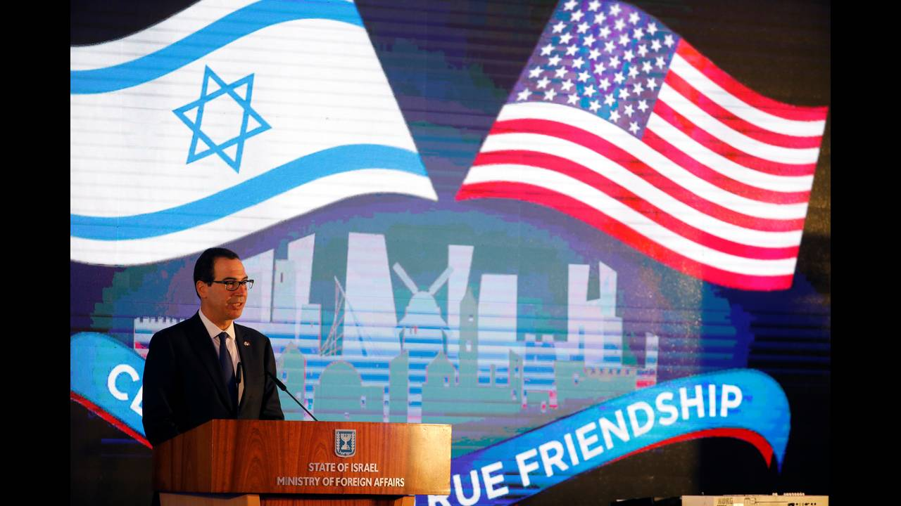 https://cdn.cnngreece.gr/media/news/2018/05/14/129889/photos/snapshot/2018-05-13T170911Z_882195970_RC16EFC3F8E0_RTRMADP_3_ISRAEL-USA-EMBASSY-RECEPTION.JPG