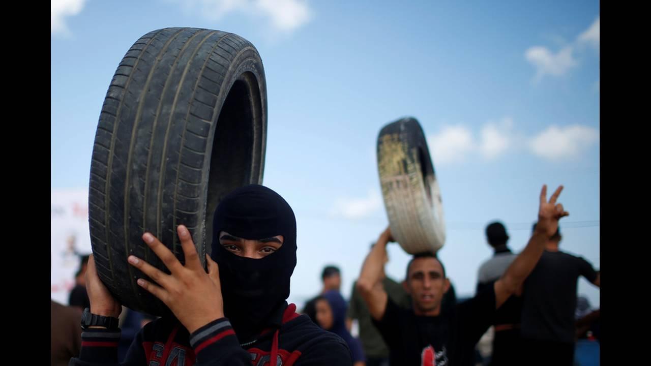 https://cdn.cnngreece.gr/media/news/2018/05/14/129918/photos/snapshot/2018-05-14T073431Z_1349298926_RC1C16106AC0_RTRMADP_3_ISRAEL-USA-PROTESTS-PALESTINIANS.jpg
