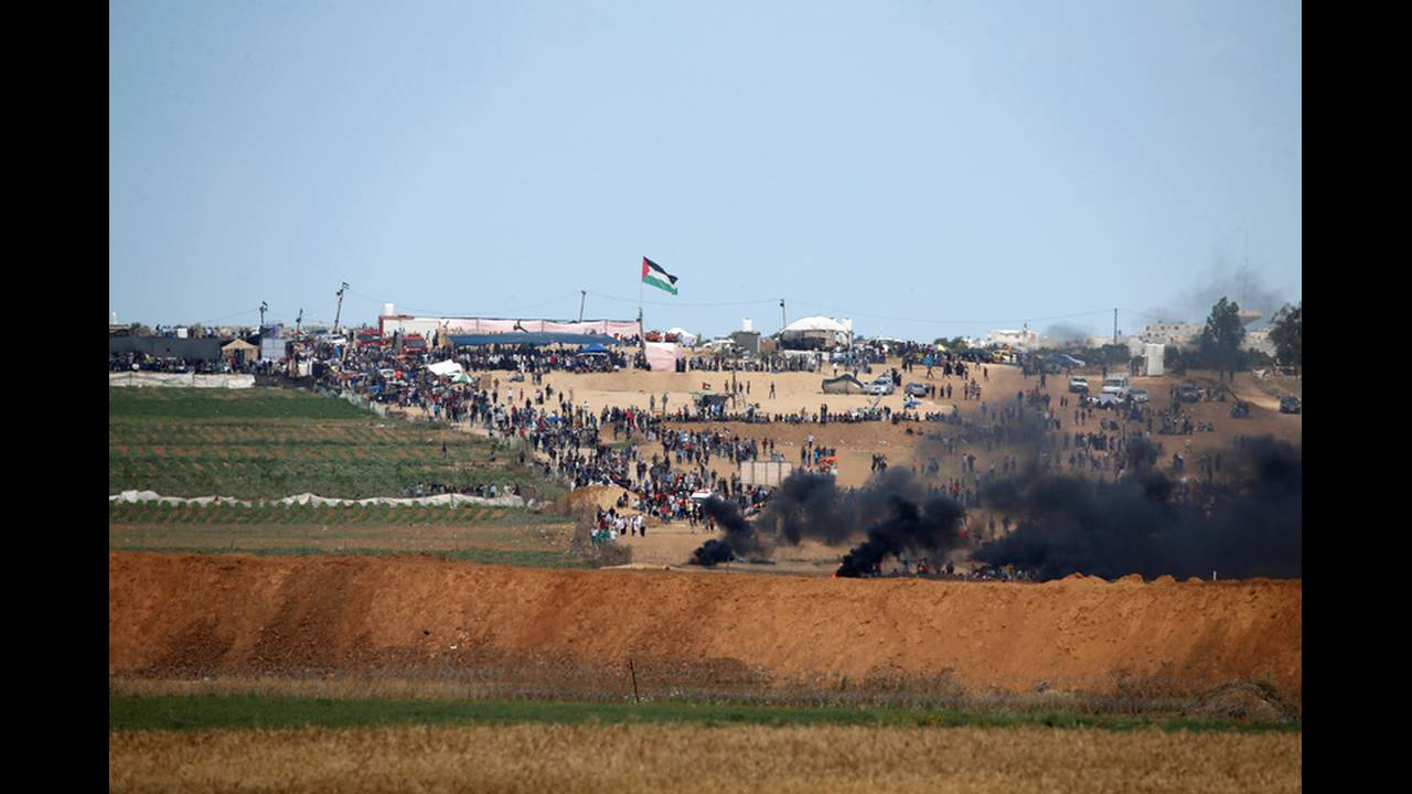 https://cdn.cnngreece.gr/media/news/2018/05/14/129918/photos/snapshot/2018-05-14T081800Z_980793605_RC1616E09C60_RTRMADP_3_ISRAEL-USA-PROTESTS-GAZA-BORDER.jpg