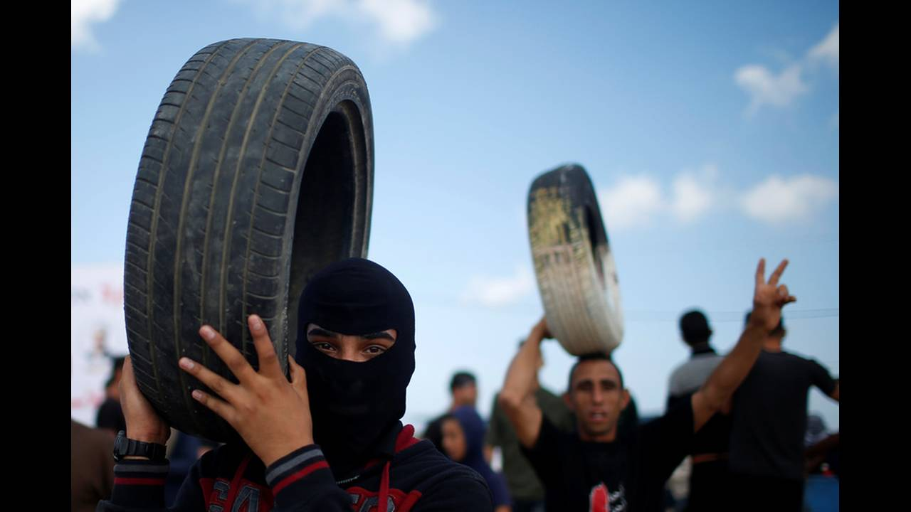 https://cdn.cnngreece.gr/media/news/2018/05/14/129960/photos/snapshot/2018-05-14T073431Z_1349298926_RC1C16106AC0_RTRMADP_3_ISRAEL-USA-PROTESTS-PALESTINIANS.jpg