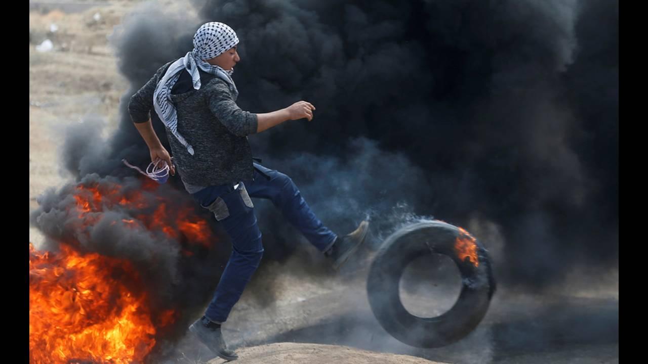 https://cdn.cnngreece.gr/media/news/2018/05/14/129960/photos/snapshot/2018-05-14T074725Z_1683768203_RC15A93B67D0_RTRMADP_3_ISRAEL-USA-PROTESTS-PALESTINIANS.jpg