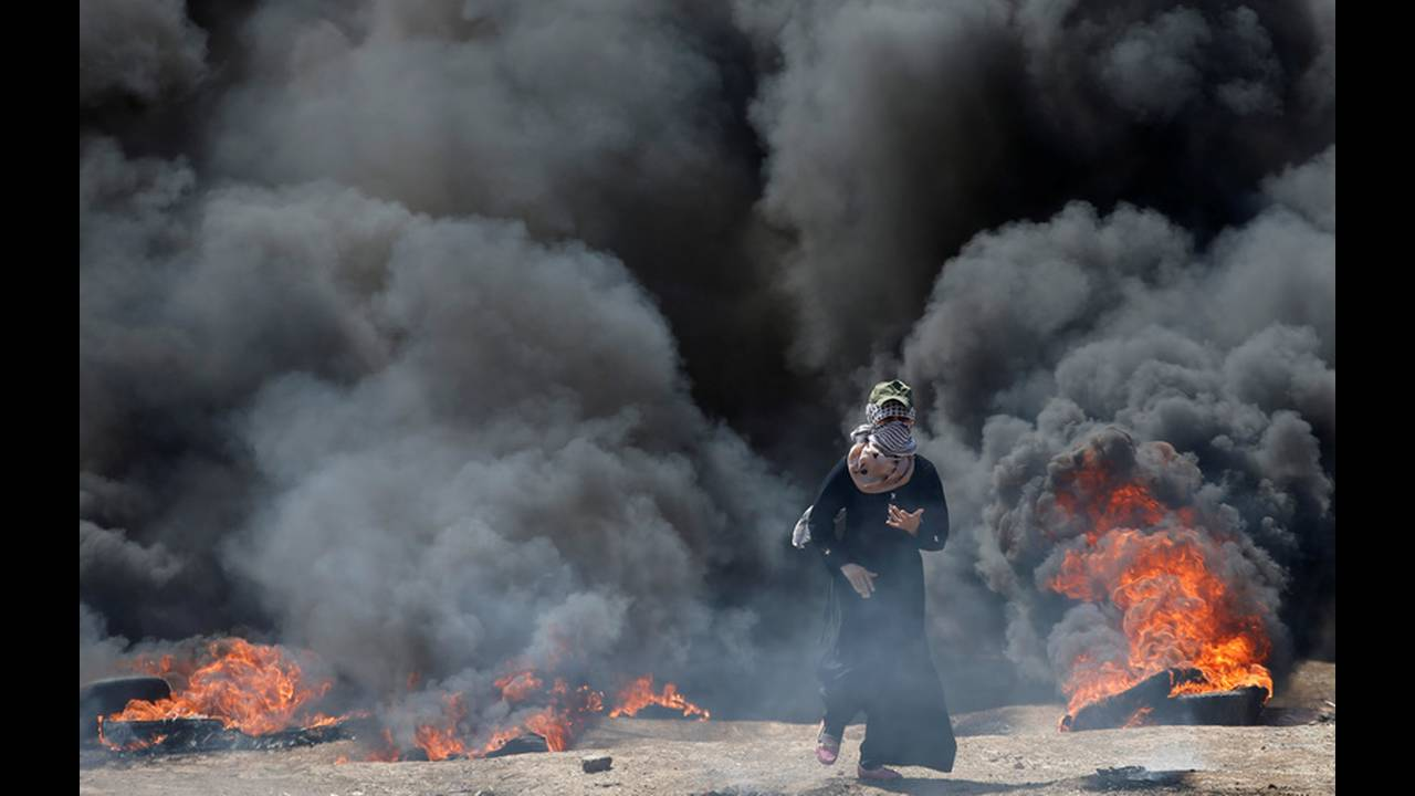 https://cdn.cnngreece.gr/media/news/2018/05/14/129960/photos/snapshot/2018-05-14T081602Z_1040420102_RC1578E1EBF0_RTRMADP_3_ISRAEL-USA-PROTESTS-PALESTINIANS.jpg