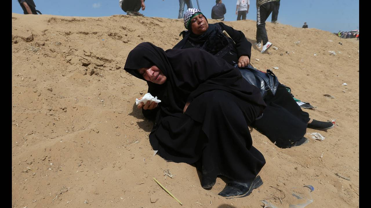 https://cdn.cnngreece.gr/media/news/2018/05/14/129960/photos/snapshot/2018-05-14T081958Z_1405044283_RC14C3E46F20_RTRMADP_3_ISRAEL-USA-PROTESTS-PALESTINIANS.jpg