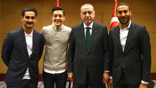 Αντιδράσεις για τη συνάντηση Ερντογάν με Γερμανούς ποδοσφαιριστές τουρκικής καταγωγής