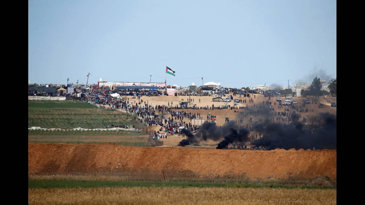 https://cdn.cnngreece.gr/media/news/2018/05/15/130046/photos/snapshot/2018-05-14T081800Z_980793605_RC1616E09C60_RTRMADP_3_ISRAEL-USA-PROTESTS-GAZA-BORDER.jpg