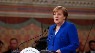 Υπέρ της αύξησης των στρατιωτικών δαπανών η Μέρκελ