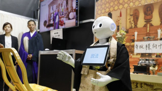 Pepper: Ο ιερέας-ρομπότ που «υπόσχεται»... φθηνές κηδείες