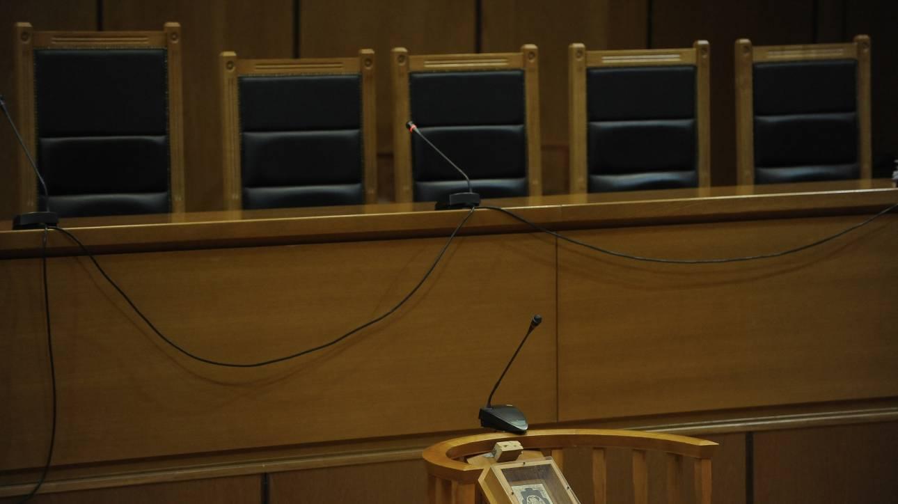 Φυλάκιση 20 ετών σε επιχειρηματία για παιδεραστία-Καταδικάστηκε και η μητέρα της ανήλικης