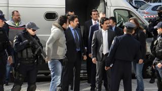Άσυλο και άδεια να αναχωρήσουν από την Ελλάδα ζητούν οι «8»