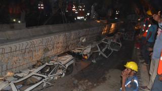 Πολλοί νεκροί από κατάρρευση γέφυρας στην Ινδία
