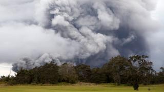 Χαβάη: Παίζουν γκολφ σε απόσταση αναπνοής από το ηφαίστειο Κιλαουέα