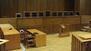 Χαμός σε δίκη στο Γύθειο: Άρπαξε το όπλο αστυνομικού και απειλούσε τον μηνυτή