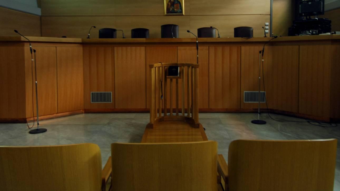 Ισόβια κάθειρξη σε ιερέα που καταχράστηκε από το Δημόσιο 3,8 εκατ. ευρώ