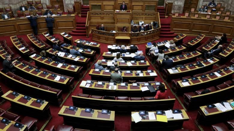 Υπόθεση Novartis: Σκληρό «ροκ» στη Βουλή – Αποχώρησαν τα κόμματα της αντιπολίτευσης