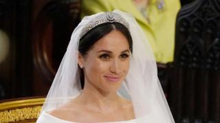 Βασιλικός γάμος: Εντυπωσίασε με το υπέροχο νυφικό της η Μέγκαν Μαρκλ