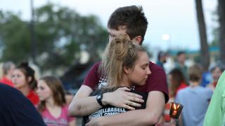 Reuters: Συγκλονισμένο το ελληνικό χωριό του δράστη του Τέξας
