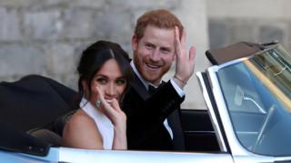 Βασιλικός γάμος: Με εντυπωσιακή τουαλέτα σε δεξίωση μετά τον γάμο η Μέγκαν Μαρκλ