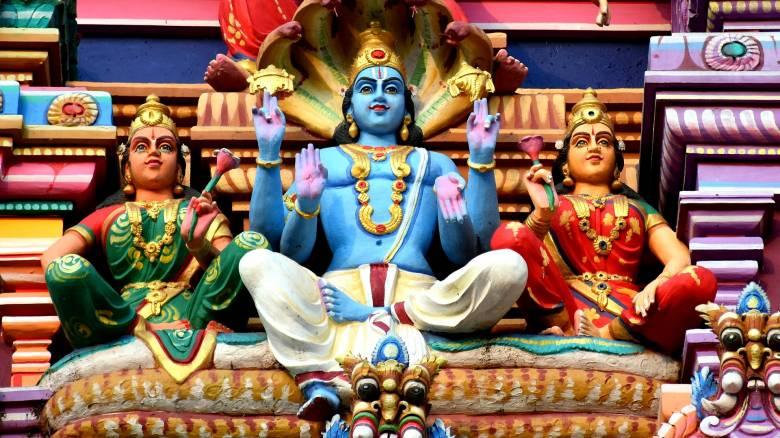 Απίστευτος Ινδός ισχυρίζεται ότι είναι... Θεός για να μην πάει στη δουλειά του